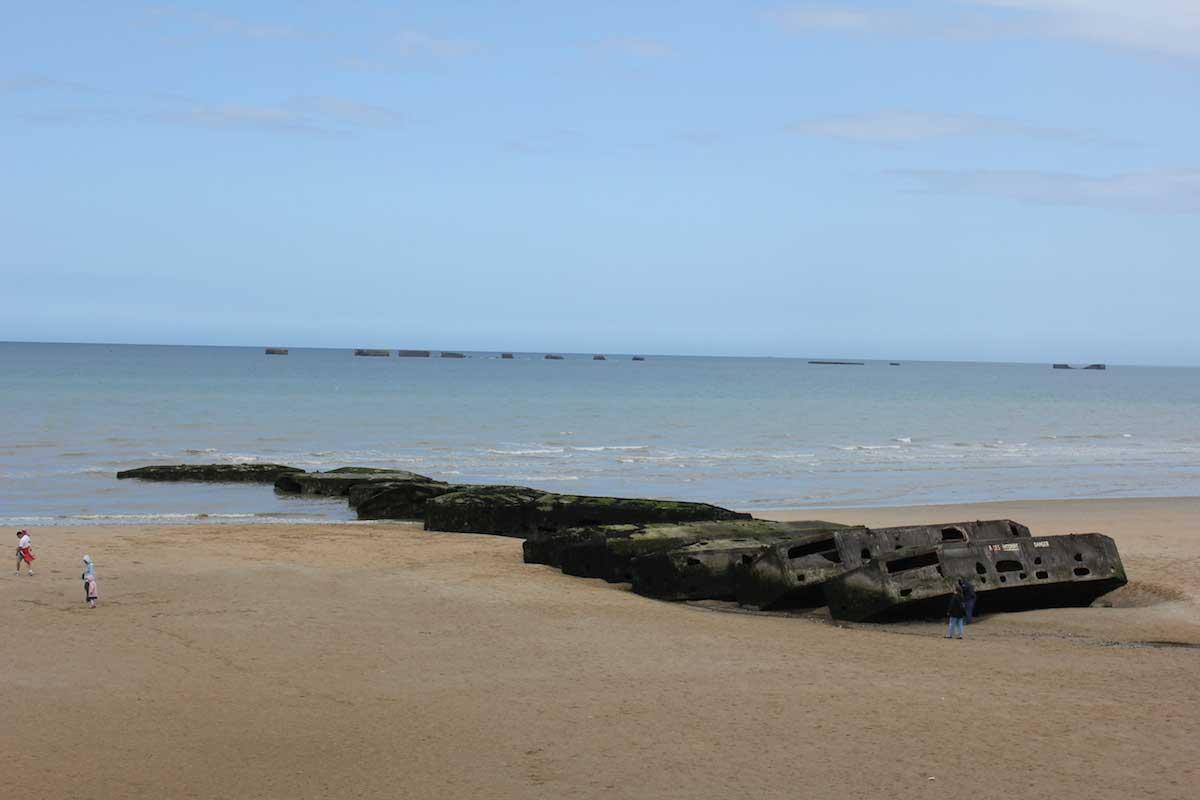 Nude beach stroking-6210